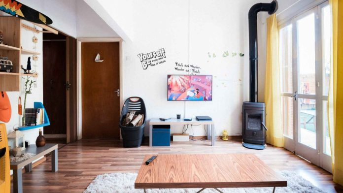 It's-Time-to-Stop-Making-These-6-House-Staging-Mistakes-on-lightningidea